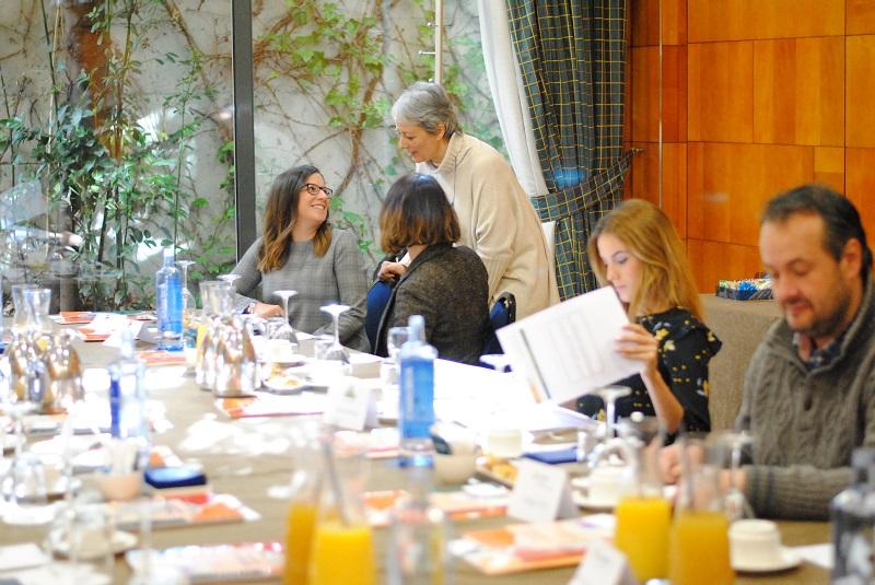 El Puente Salud Mental Valladolid ha organizado el miércoles, 21 de marzo, un desayuno empresarial para debatir sobre la prevención de los riesgos psicosociales en la empresa. Un aspecto clave para prevenir y mejorar la salud mental de las personas trabajadoras y que centra el contenido de la guía de Buenas Prácticas de Promoción de la Salud Mental que El Puente ha editado con el fin de luchar contra el estigma de la salud mental en el ámbito laboral.